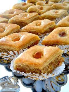 Hvad ville være vores begivenheder uden The Baklawa. Vi vil have gjort centa . Food Network Recipes, Gourmet Recipes, Sweet Recipes, Cooking Recipes, Arabic Sweets, Arabic Food, French Macaroon Recipes, Eid Cake, Tunisian Food