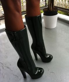 "The awesome Louis Vuitton Rubber Wellies in black.. ""Louis, louis louis louiiiii,ooooh you make me cry"""