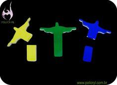 Suporte de pendrive com formato do Cristo Redentor. Pendrive support with Cristo Redentor format.
