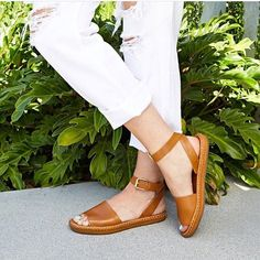 01966e9d359 Everyone s go-to daily sandal!  Brinkley!  regram from  hautelook Walk
