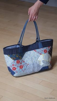 여름가방 장만했어요.. : 네이버 블로그 Patchwork Bags, Quilted Bag, Leather Bag Tutorial, Japanese Bag, Recycled Denim, Denim Bag, Fabric Bags, Handmade Bags, Purses And Bags