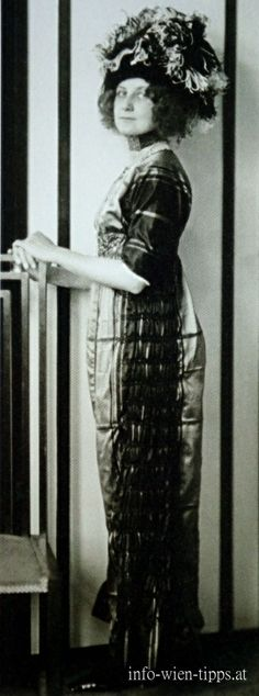"Emilie Flöge in the fashion house ""Schwestern Flöge, 1910"