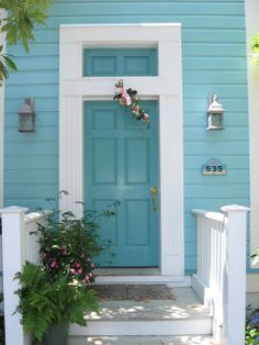 beach cottage ideas Yall are in for such a treat today! I know many of you (like me) enjoy looking at houses and seeing all the different architectural styles that are out there. Cottage, Florida Beach Cottage, Cottage Style, Cottage Decor, Beach House Exterior, Beach Cottage Exterior, House Painting, House Paint Exterior, Beach Cottage Decor