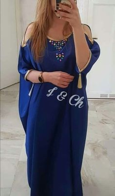 New modern african fashion . Kurti Designs Party Wear, Kurta Designs, African Fashion Dresses, African Dress, Arabic Dress, Afghan Dresses, Caftan Dress, Abaya Fashion, Traditional Dresses