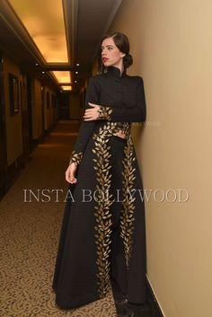 Designer Party Wear Dresses, Indian Designer Outfits, Designer Gowns, Indian Outfits, Indian Wedding Gowns, Indian Gowns Dresses, Gala Dresses, Stylish Dresses, Fashion Dresses