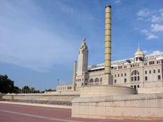 Barcelona: in 1992 verzamelden sportliefhebbers zich hier voor de Olympische  Zomerspelen. Nu ligt de site er griezelig verlaten bij. Olympic site Barcelona.