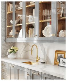 25 Stunning Butler's Pantries #butlers #pantry #bar I think we can agree that when we think about butler's pantries we all let out a little sigh. They are one of the most… Pantry Interior, Kitchen Interior, Interior Logo, Coastal Interior, French Interior, Home Interior, Bathroom Interior, Rustic Kitchen, Kitchen Decor