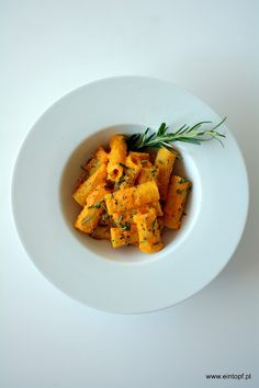 eintopf: makaron z sosem z dyni z dodatkiem pasty miso