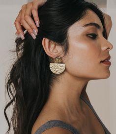 Earrings Photo, Gold Earrings, Drop Earrings, Gold Statement Earrings, Jewelry Model, Photo Jewelry, Shotting Photo, Photographing Jewelry, Jewelry Editorial