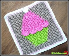 Cupcake potholder/placemat; a photo tutorial available.