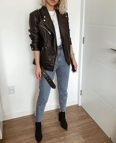 biker jacket white t-shirt mom jeans black boots / jaqueta biker t-shirt branca mom jeans bota preta. Fall Outfits, Casual Outfits, Fashion Outfits, Womens Fashion, Style Fashion, Looks Style, Casual Looks, Mon Jeans, Biker Look