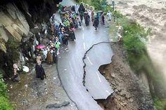 Image from http://www.enewsinsight.com/wp-content/uploads/2013/06/Uttarakhand.jpg.