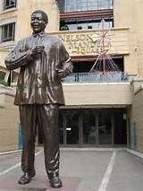 Nelson Mandela Square in Johannesburg. Black Leaders, Nelson Mandela, South Africa, Statues, Places, People, Freedom, Sculptures, Father