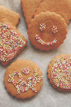 Galletas decoradas para Papá, para merendar o para comenzar el día http://decoratualma.blogspot.com.es/2014/03/galletas-decoradas-para-papa.html perfectar para que los peques participen en su elaboración :)