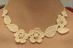 Amelia Patron collar ganchillo ❥Teresa Restegui http://www.pinterest.com/teretegui/❥