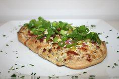 https://flic.kr/p/dhvCiN | 37 - Rahmfladen mit Speck & Frühlingszwiebeln / Flat bread cake with cream, bacon & spring onions - CloseUp | [Rezept / Recipe]