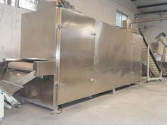 Introduction: The fish food dryer produced by our company has the functions of drying and sterilization process. The drying speed of the equipment is fast, it directly heat materials from inside and outside without heat conductivity; the low temperature sterilization can keep feed nutrition ingredients; high efficiency and energy saving, no additional heat loss which can realize automation production.  Features: 1. High mechanization degree, large production capacity and continuous…