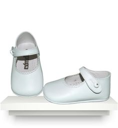 Check all our Spanish boots and shoes for baby girls. Proper leather baby shoes and baby boots for babies and toddlers. Baby Outfits Newborn, Baby Boy Newborn, Baby Boy Outfits, Baby Girl Shoes, Girls Shoes, Spanish Baby Clothes, Tap Shoes, Dance Shoes, White Leather Shoes