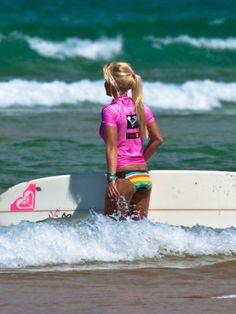 Rachel Barry Roxy Pro Jam 2011 Biarritz longboard Roxy brand and lifestyle. Surf Girls, Beach Girls, Beach Babe, Summer Girls, Windsurfing, Wakeboarding, Girls Life, Girls Dream, Tatiana Weston Webb