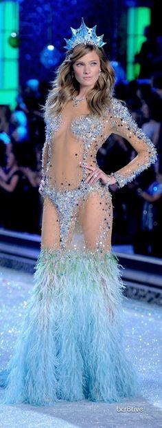 Victoria Secret Fashion Show 2011 New York - Constance Jablonski