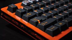 Looking for 60% acrylic with a similar design, needs to be orange. Checked Gon the other day and none were available so need help tracking down a manufacturer. - Imgur