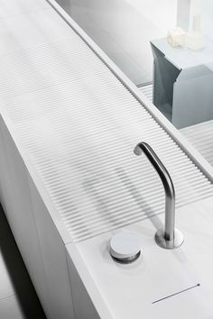 Modulo30 is a collection of floorstanding cabinets consisting of modules 30 cm each with integrated full-length washbasin in Corian.