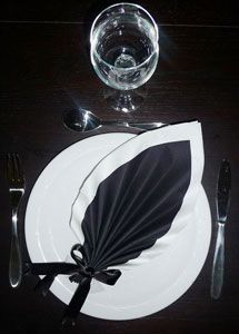 Pliage de serviette on pinterest mariage folding napkins and tables - Plier serviette de table ...