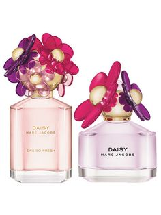 Marc Jacobs Daisy Sorbet Edition First things first: Marc Jacobs nailed the name. Passion fruit, pear, and pink grapefruit make this newest iteration of Daisy as bright and refreshing as it sounds. Daisy Perfume, Blossom Perfume, Flower Perfume, Sorbet, Marc Jacobs Perfume, Daisy Eau So Fresh, Marc Jacobs Daisy, Beautiful Perfume, Scented Oils