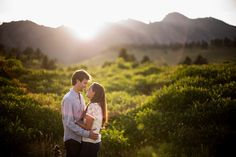 Outdoor Engagement Pictures near Denver and Boulder at sunset | Jason+Gina Wedding Photographers | http://www.jason-gina.com | #engagement #colorado #boulder
