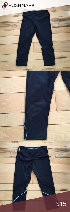 Zella Live-in legging with mesh paneling, Size M Awesome Zella Live-in Legging with mesh paneling! ***there is a hole in the mesh see photos*** these are brand new otherwise, and price reflects damage. Cropped styling, leggings measure about 28 inches in length. Zella Pants Leggings