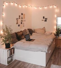 Find the most cozy, modern and luxury dream rooms for women here. Find the most cozy, modern and luxury dream rooms for women here. Girl Bedroom Designs, Room Ideas Bedroom, Small Room Bedroom, Home Bedroom, Girls Bedroom, Master Bedroom, Bedroom Inspo, Cute Bedroom Ideas For Teens, Cozy Teen Bedroom