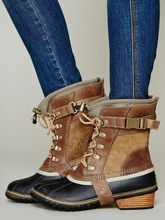 Sorel Conquest Carly Short Boot - Winter Boots - Ideas of Winter Boots - Bring these back Sorel! Crazy Shoes, Me Too Shoes, Site Mode, Just Keep Walking, Over Boots, Mode Shoes, Mein Style, Blue Skinny Jeans, Fashion Shoes