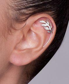 Silberner Blätter Ohrpiercing