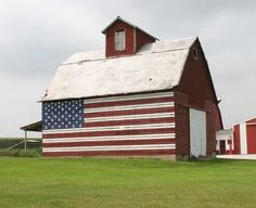 America Beautiful / Americana barn. <3 I want to do this on the horse barn! <3
