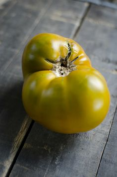 Eight Great Heirloom Tomatoes | Garden and Gun. Tomato man Craig Lehoullier's top picks. 'Cherokee Green' - Like the chocolate, this heirloom is a flesh mutation of the Cherokee Purple. A go-t0 variety among chefs, it's also Lehoullier's favorite green tomato.