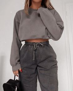 Cute Lazy Outfits, Sporty Outfits, Retro Outfits, Stylish Outfits, Girl Outfits, Casual Comfy Outfits, Casual School Outfits, Simple Outfits, Winter Fashion Outfits