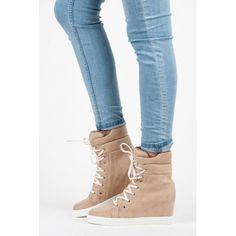 Dámské kotníkové boty Vices Fromzon hnědé – hnědá Při pohledu na tyto tenisky se skrytým klínkem je jasné, že si k vám cestu prorazí. Příjemné semišové boty stojí na platformě. Vnitřek tenisek je vyroben z …