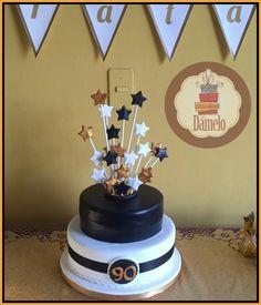 Torta Cumpleaños 90!!! Torta de 2 pisos sabor vainilla con chips rellena de manjar, forrada y decorada con aplicaciones de masa fondant. #torta90años