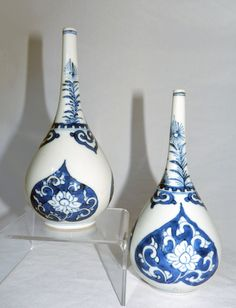 Pair of Kangxi Chinese blue and white porcelain rosewater sprinklers c1700