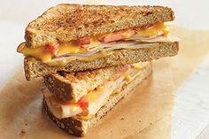 Sándwich tostado rústico de queso