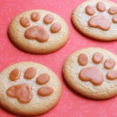 We could change this into a Lady  the Tramp cookie ideas... #DisneySide Fun Kids Recipe -- Lion Paw Print Cookies | Spoonful