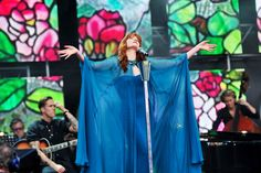 June 1 2013 She wore a Gucci gown to perform live at the Chime for Change concert, held at Twickenham Stadium in London.