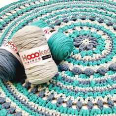 Hoooked: recycled cotton yarn for crochet, knitting and macramé Crochet Carpet, Crochet Home, Crochet Crafts, Crochet Projects, Knit Crochet, Diy Crochet Patterns, Crochet Mandala Pattern, Crochet Doilies, Crochet Stitches