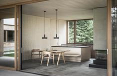 INSPIRATION: We take indoor/ outdoor living tips from across the globe, in the Trausner House by LP Architektur Bungalows, Bauhaus, Dining Table With Bench, Best Architects, One Story Homes, Indoor Outdoor Living, Story House, House And Home Magazine, Minimalist Home