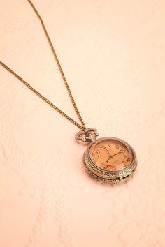 """«Pardonnez-moi, quelle heure est-il?» C'est à cet instant précis qu'elle eu le coup de foudre pour ces beaux yeux qui la regardaient; le temps était son allié. """"Excuse me, what time is it?"""" & it was love at first sight, at that very moment, for those beautiful eyes that were looking at her; time was her ally. Golden watch necklace www.1861.ca"""