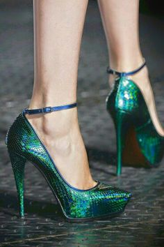 Emerald Green Snaky Anklet Bracelet Pumps