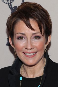 Cute for all ages! Layered Razor Cut  Patricia Heaton wearing her hair in an adorable short layered 'do.