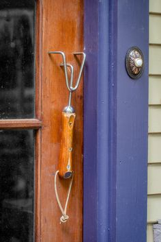 A like-new hand rake became a handle for the shed door (the doorbell is purely decorative).