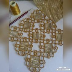 This Pin was discovered by Lal Filet Crochet, Irish Crochet, Crochet Motif, Crochet Designs, Crochet Doilies, Crochet Flowers, Crochet Stitches, Crochet Boarders, Crochet Squares