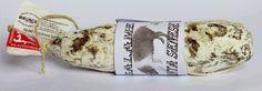 SALAME DI CINTA SENESE DOP GR. 500 Ca. Salame di Cinta Senese DOP gr. 500 prodotto dall'Azienda Bruschi di Lucignano - AR  La Cinta Senese è una razza dalle antiche origini, come testimonia la presenza di un animale con caratteristiche similari a quello attuale nell'affresco del Buon Governo di Ambrogio Lorenzetti che si trova nella sala dei Nove del Palazzo Pubblico di Siena. Si è diffusa per la sua robustezza, rusticità e facile adattabilità all'allevamento allo stato brado e semibrado
